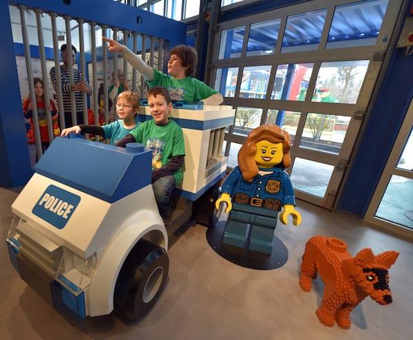 AOD-Legoland-police