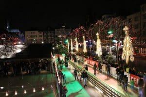 Kerstmarkt Heumarkt Keulen - ijsbaan