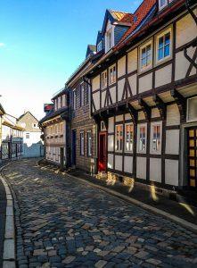 Oude binnenstad van Goslar met vakwerkhuizen